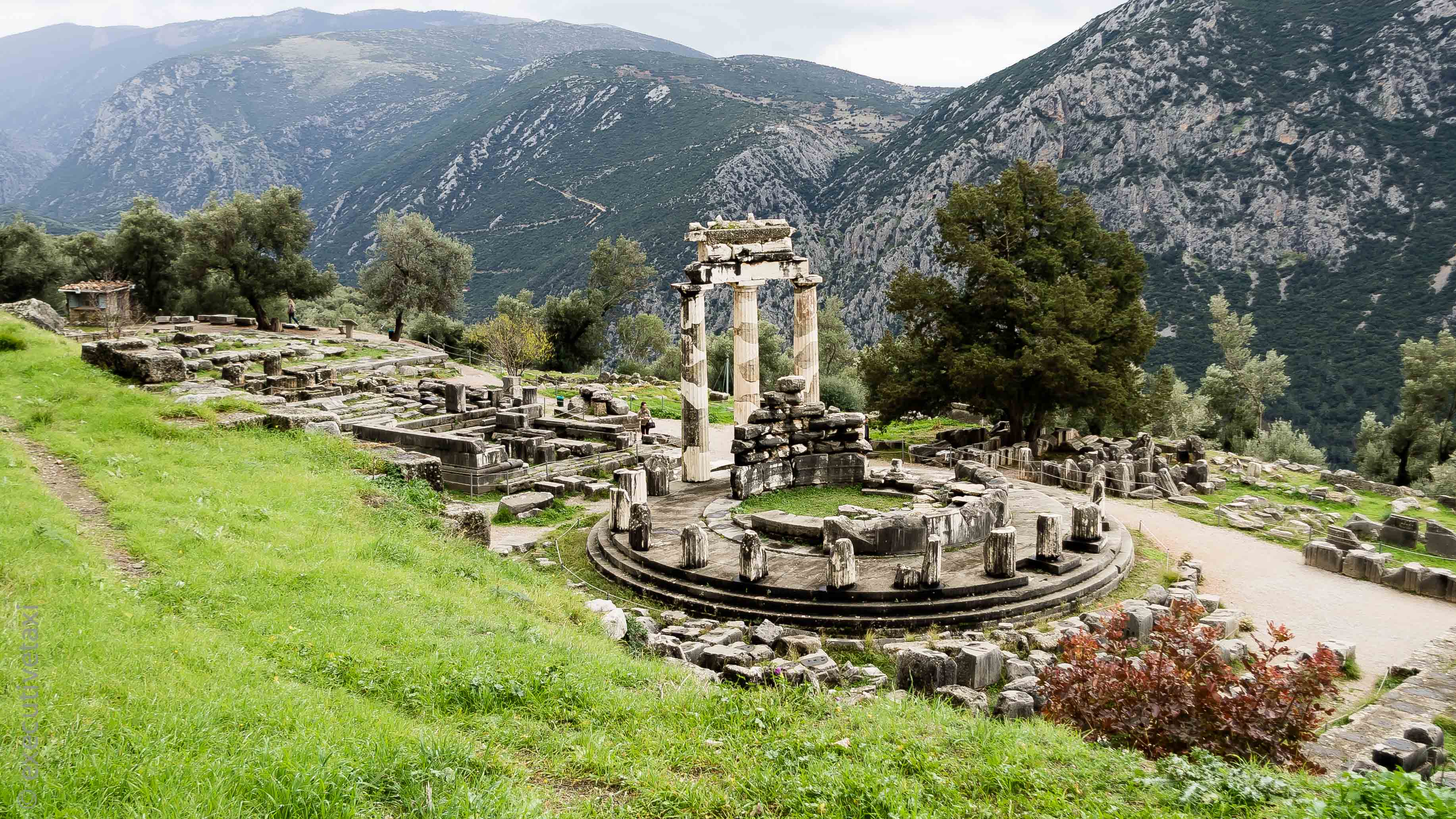 Delphi private day tour